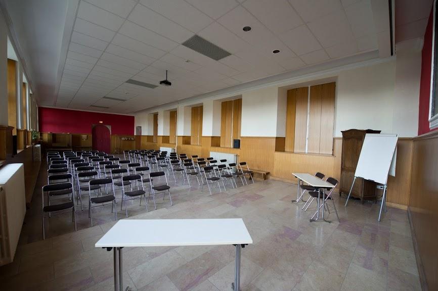 Elle offre également à la location de nombreuses salles dont l'une pouvant recevoir 120 personnes assises pour des réunions, conférences assemblées générales, séminaires, formations, vins d'honneur, cérémonies et expositions diverses...